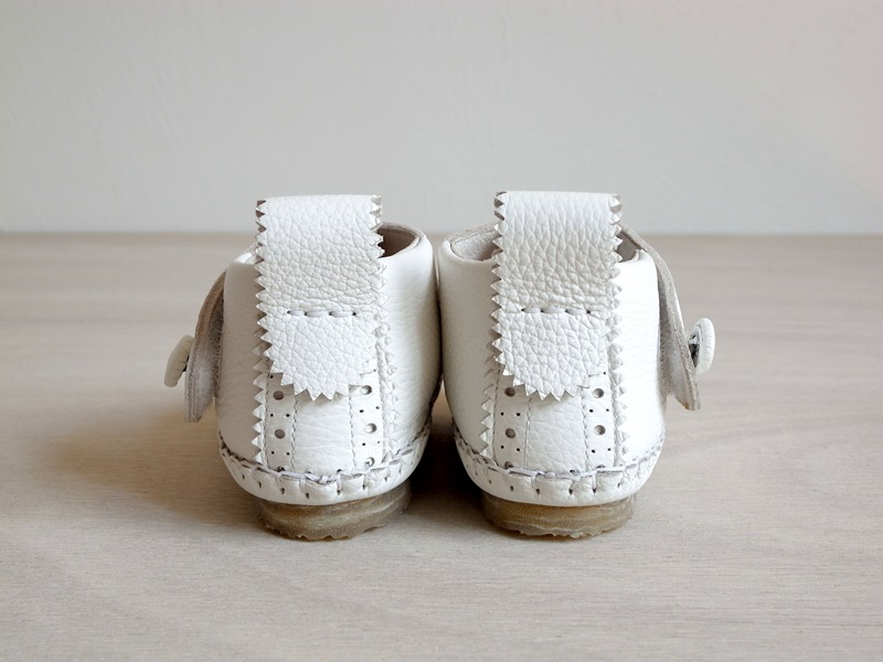 29モリサキ靴工房のベビーウィングチップシューズ_02